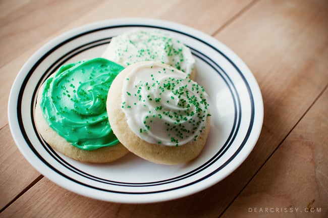 Soft Frosted Sugar Cookies - This quick and easy recipe makes the most delicious, soft and chewy sugar cookies. Yummy!