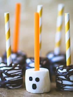 Spooky woods: Halloween marshmallow pops!