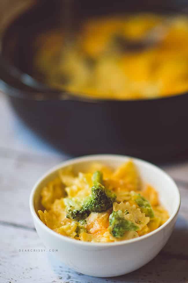 One-pot cheesy pasta with broccoli