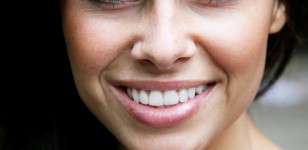 5 Ways to whiten teeth naturally