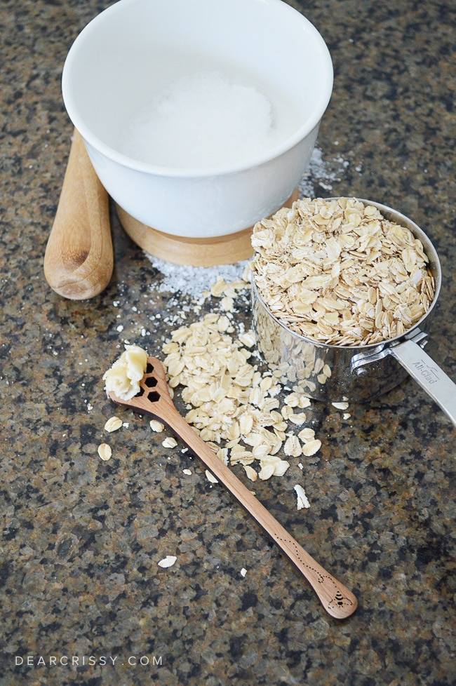 DIY Honey Oat Epsom Salt Soak - Enjoy the soothing and healing properties of Epsom salts, honey and oats in this easy to make bath soak.