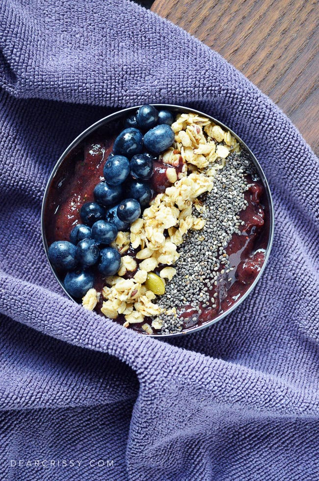 Market Fresh Smoothie Bowl - Eat your fruits and veggies in this beautiful and delicious smoothie bowl recipe! Get in on the smoothie bowl trend!