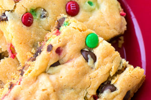 Cake Mix Cookie Bars Recipe - I've scoured Pinterest for the best cake mix cookie bars recipe and this is THE ONE folks, be sure to repin it and try it to see what I mean!