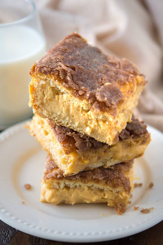 Pumpkin Sopapilla Cheesecake Bars Recipe - These dreamy bars are one of my favorite pumpkin dessert recipes of the season. Make it using refrigerated dough!