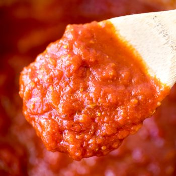Clean Eating Marinara Sauce Recipe - This easy and healthy marinara is quick and easy to make!