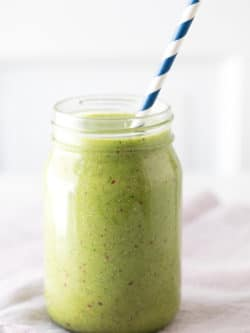 Green Detox Smoothie Recipe - This easy, clean and delicious green smoothie is a great way to get your fruits and veggies every day.