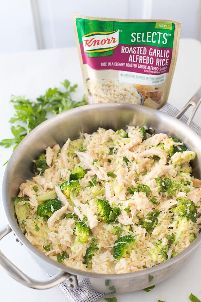 One Pan Chicken Alfredo Rice - This easy family meal featuring Knorr Selects is perfect for those busy weeknights!