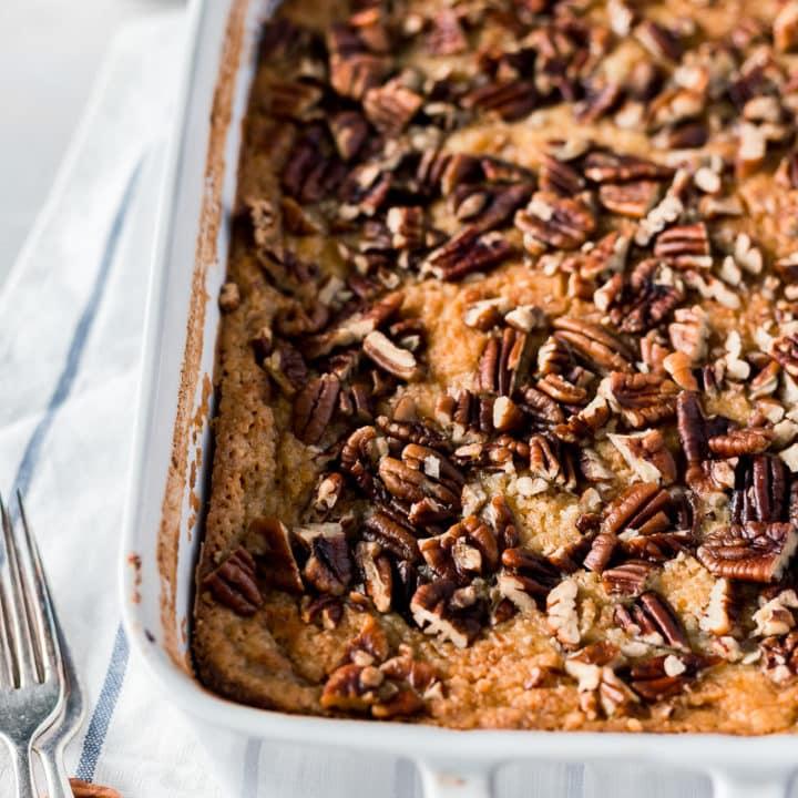 Pumpkin Pie Crunch Recipe - This simple pumpkin dump cake recipe is the perfect fall dessert! #pumpkin #pumpkinpie #pumpkincrunchcake #dessert