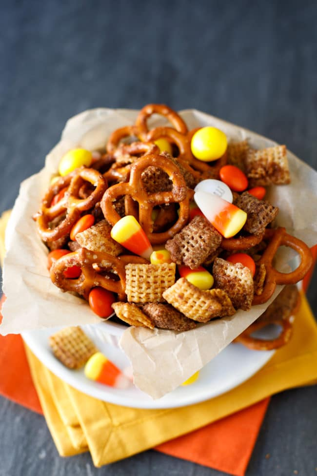 Pumpkin Spice Snack Mix - This easy fall chex mix recipe is perfect for your harvest parties!