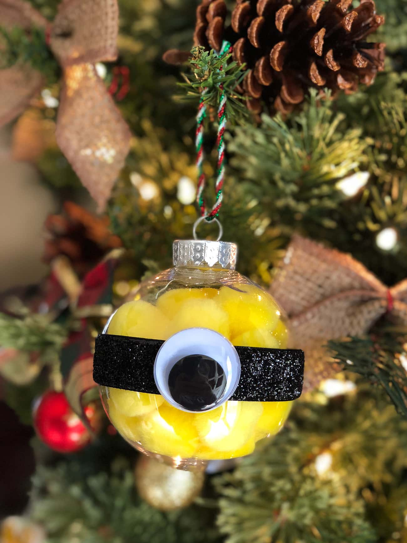 DIY Minions Ornament - Easy Minions Christmas Ornament Craft