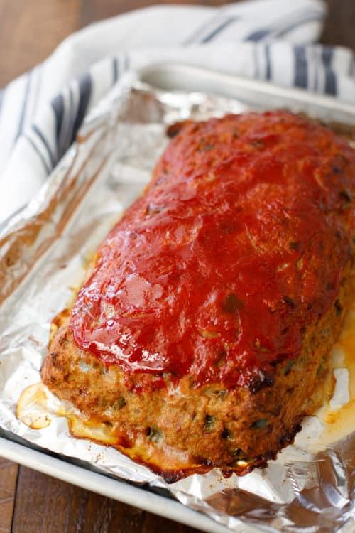 Ground Turkey Meatloaf - Healthy Turkey Meatloaf that's Easy to Make! #GroundTurkey #TurkeyMeatloaf #EasyDinner
