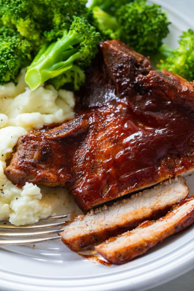 Instant Pot BBQ Pork Chops Recipe - these easy pressure cookier BBQ pork chops make an easy family dinner on those busy weeknights.